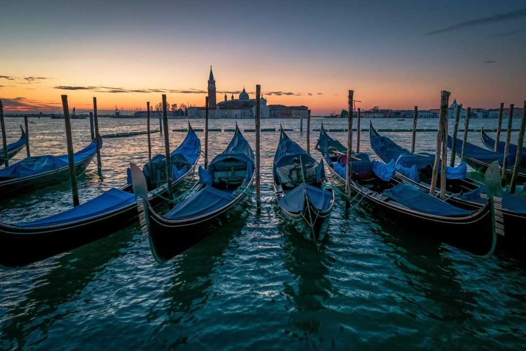 boats-on-body-of-water-3073351